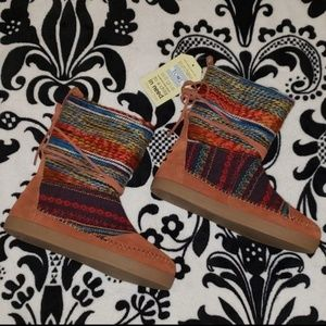 NWT! TOMS Nepal Boots!